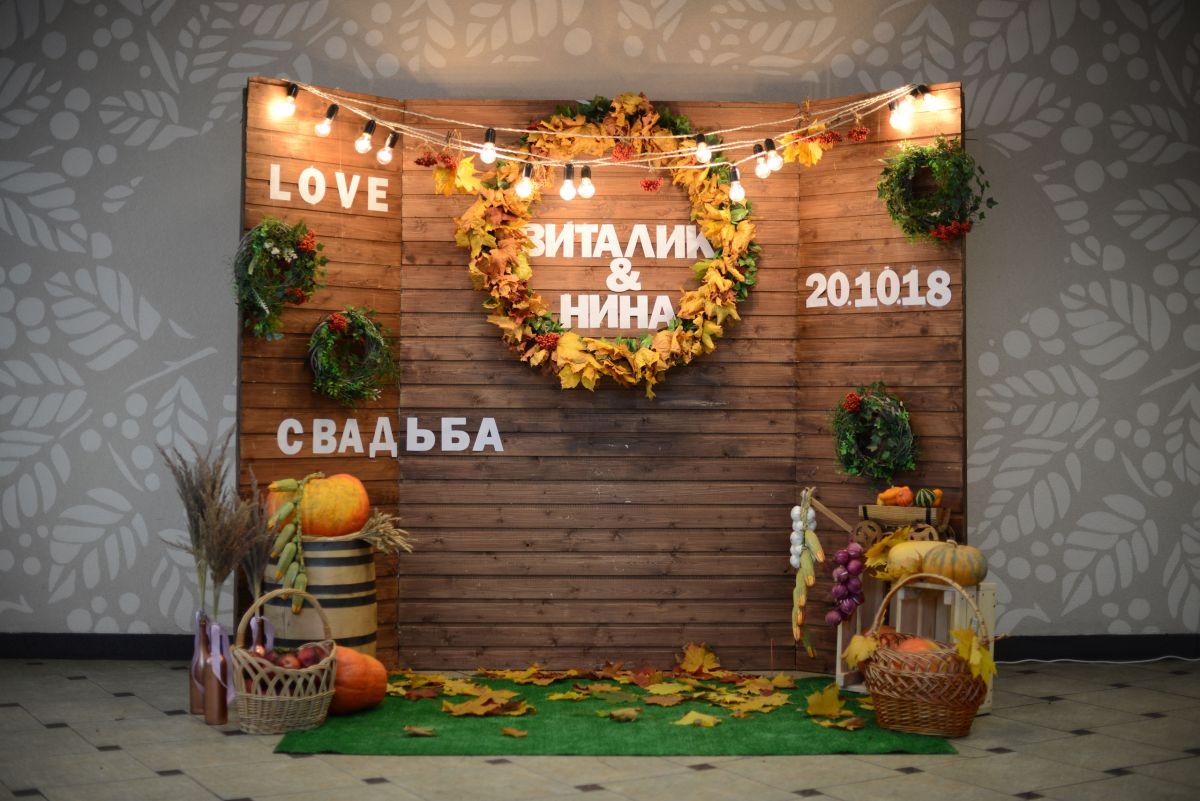Свадебный декор и гостевая фотозона в ресторане «Катюша»
