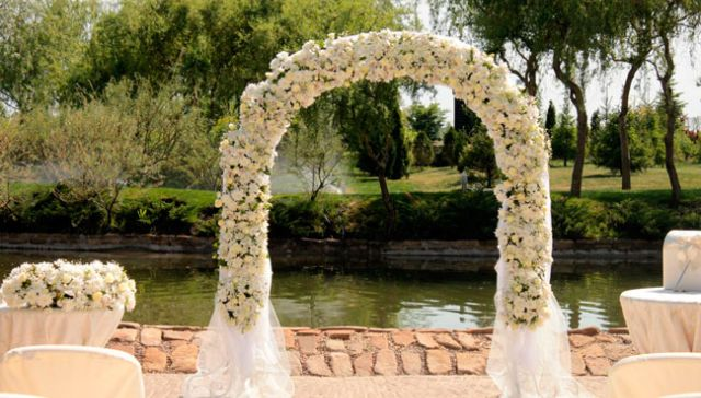 flowers_wedding_arch