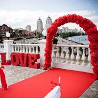 Красная свадебная арка