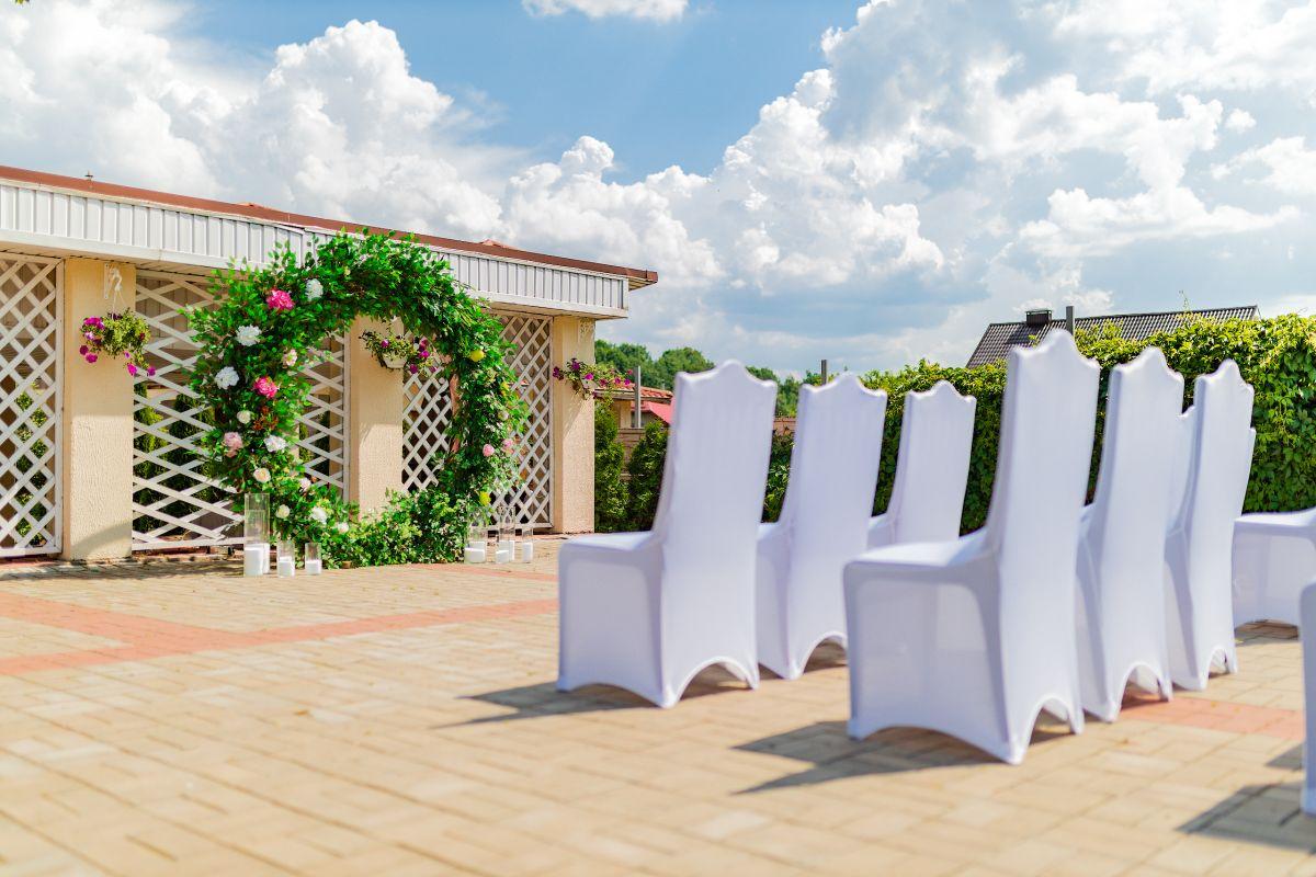 Украшение выездной регистрации и свадебного зала на свадьбе Сергея и Анастасии в усадьбе «Кольцо»