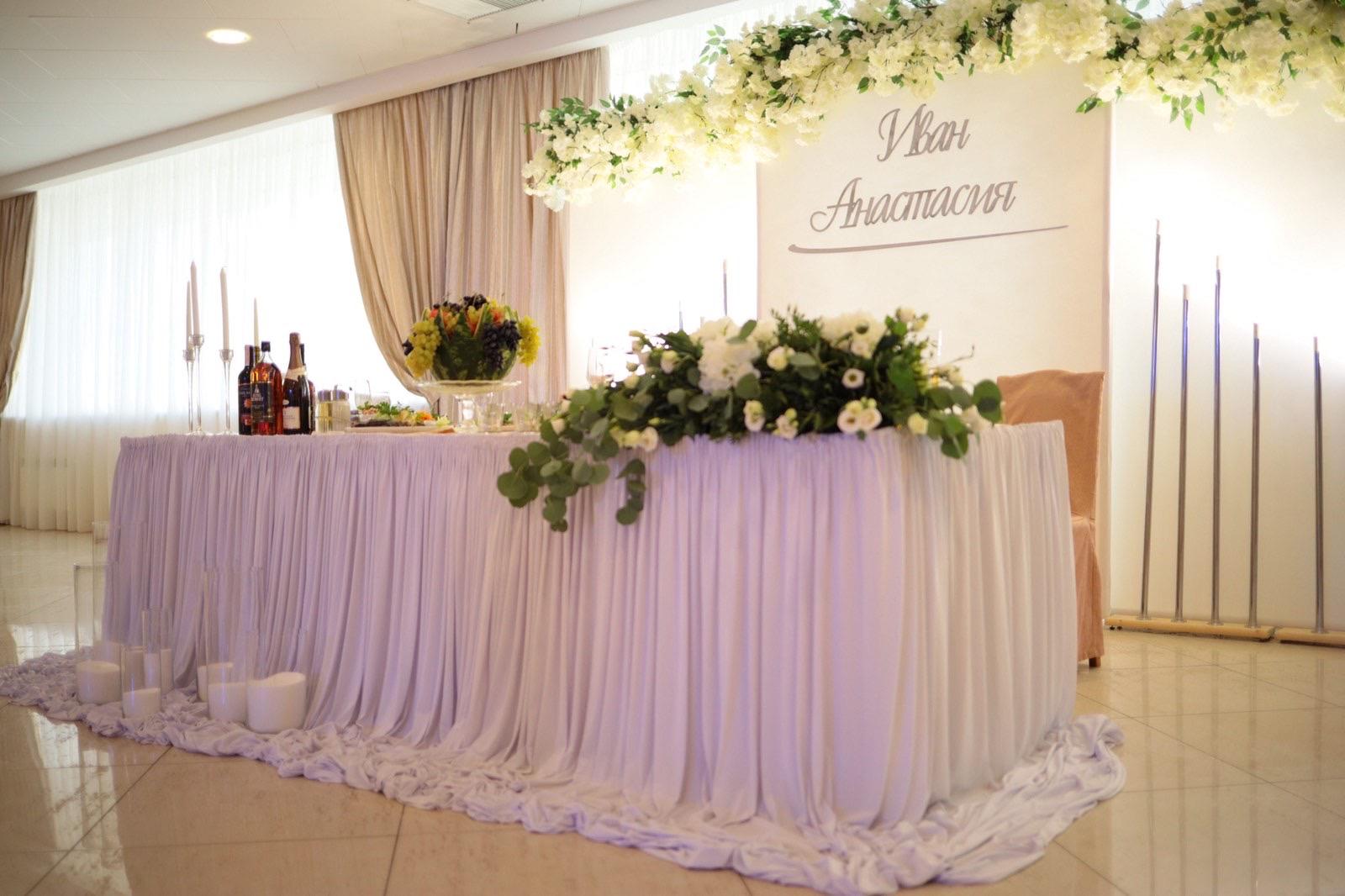 Украшение свадебного зала в гостинице «Орбита»