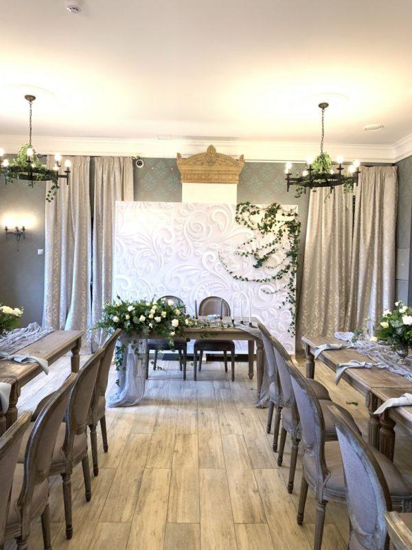 Украшение свадебного зала в ресторане Грай. Украшение стола молодоженов, цветочные композиции, свадебная флористика, украшение стола гостей