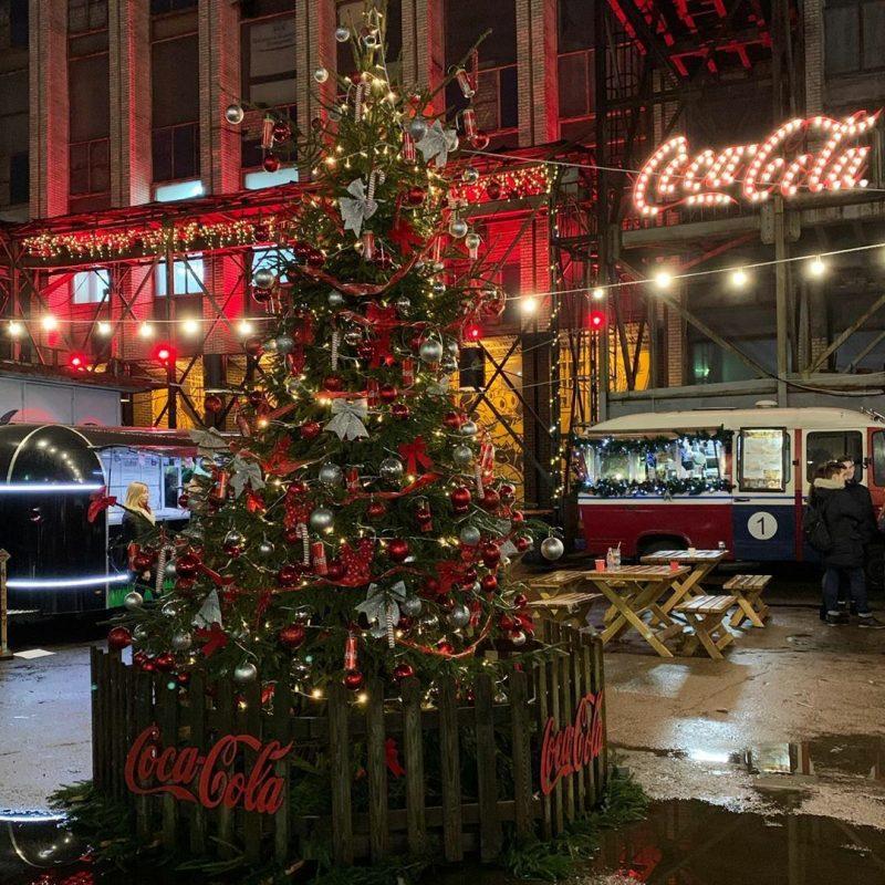 Рождественская елка на площадке «Песочница» для компании Coca-Cola