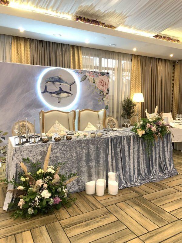 Оформление свадебного президиума и декор свадебного зала в ресторане Bella Rosa.