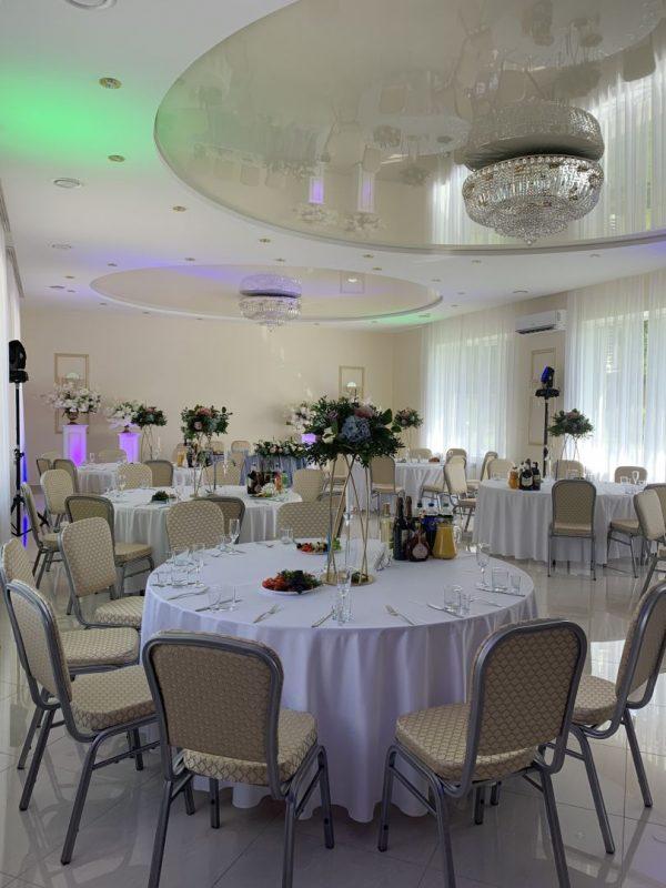 Свадебный декор гостевых столов - вазы на столы, цветочные композиции