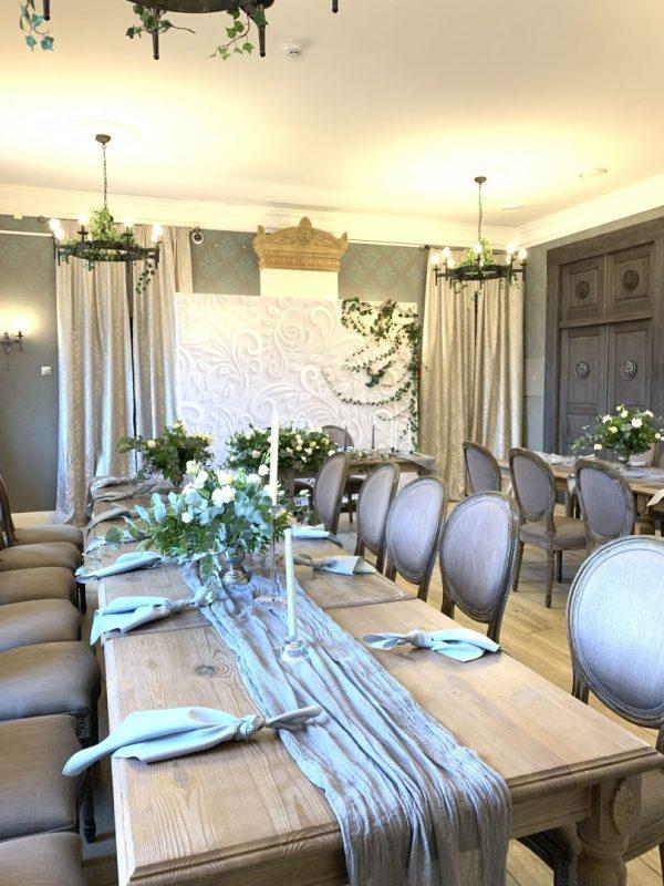 Свадебный декор гостевых столов - раннер, свечи, салфетки, свадебная флористика