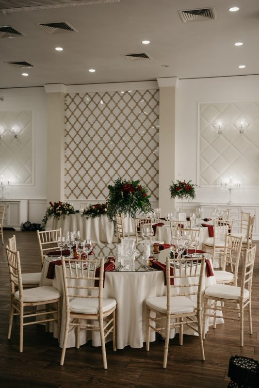 Свадебный декор гостевых столов - салфетки, вазы, свадебная флористика